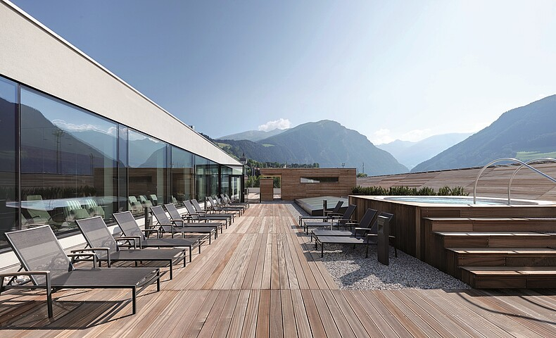 In- and Outdoorpool Balneum at Vipiteno